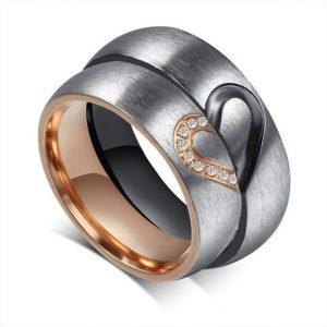 Titanium Ring goud met zwart hartje