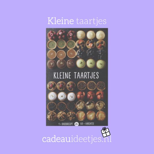 Taartjes kookboek met allemaal taartjes op de voorpagina