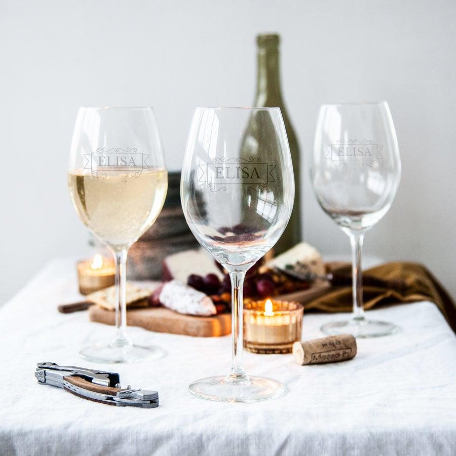 Witte wijnglazen met naam